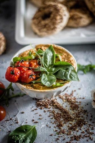 Leinsamenbagel-tomatenhummus 17